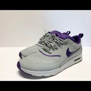 Nike Sporty Sneakers!